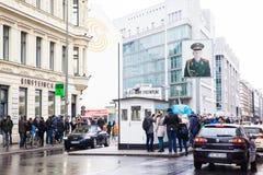 Berlińskiej ściany punkt skrzyżowania między Wschodnim Berlin i Zachodni - Berlin podczas Zimnej wojny znać jako Checkpoint Charl obrazy royalty free