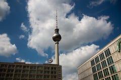 Berliński Fernsehturm, Berlin TV basztowy Wschodni Berlin Obrazy Stock
