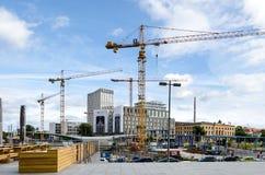 Berlijn in aanbouw met Hotelibis en Sociaal Hof Stock Afbeeldingen