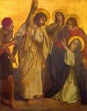 Berlijn - de verf op de metaalplaat - Jesus ontmoet zijn Moeder Mary in kerk St Matthew Royalty-vrije Stock Afbeelding