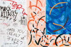 BERLIJN, DUITSLAND/CIRCA OKTOBER 2013 - Graffiti op de muur die van Berlijn wordt gezien Royalty-vrije Stock Afbeeldingen