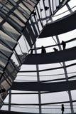 BERLIJN, DUITSLAND - December 17 2017: Binnenmening van koepel in Reichstag-de bouw stock afbeelding