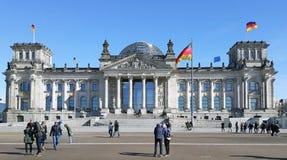 Berlijn, Duitsland die het demonstreren Parlementsgebouw van ` s royalty-vrije stock afbeeldingen