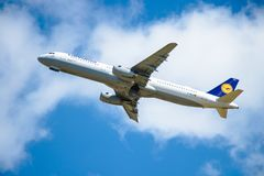 BERLIJN, 7 DUITSLAND-JULI, 2018: Lufthansa, Luchtbusluchtbus A321-231 stock afbeeldingen