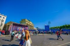 BERLIJN, DUITSLAND - JUNI 06, 2015: Blauwe reclame rondom Brandenburger-poort van de definitieve gelijke van de Kampioenenliga bi Stock Afbeeldingen