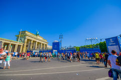 BERLIJN, DUITSLAND - JUNI 06, 2015: Blauwe reclame rondom Brandenburger-poort van de definitieve gelijke van de Kampioenenliga bi Stock Foto's