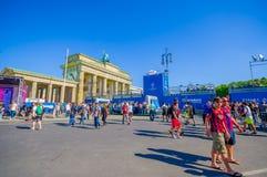 BERLIJN, DUITSLAND - JUNI 06, 2015: Blauwe reclame rondom Brandenburger-poort van de definitieve gelijke van de Kampioenenliga bi Stock Afbeelding