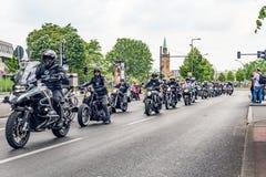 Berlijn, Duitsland - Mei 28, 2016: Motorfietsparade in Berlijn tegen violance Stock Afbeeldingen