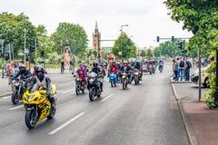 Berlijn, Duitsland - Mei 28, 2016: Motorfietsparade in Berlijn tegen violance Stock Fotografie