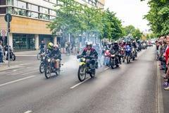 Berlijn, Duitsland - Mei 28, 2016: Motorfietsparade in Berlijn tegen violance Stock Foto's
