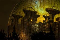 BERLIJN, DUITSLAND, 9 OKTOBER, 2013: Berlin Light Art Festival op Planetarium Stock Afbeelding