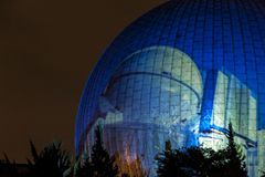 BERLIJN, DUITSLAND, 9 OKTOBER, 2013: Berlin Light Art Festival op Planetarium Royalty-vrije Stock Foto's