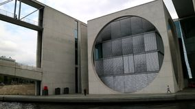 Berlijn, het venster van Germany_Federal Chancellery_round stock foto's
