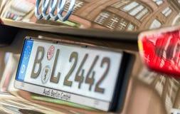 BERLIJN - JULI 25, 2016: Autoplaat van Berlin Audi Indica plaat Stock Afbeelding