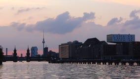 Berlijn, Kreuzberg, Horizon - Avond stock footage