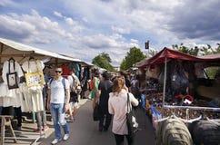 Corredor das lojas da roupa da feira da ladra de Mauerpark Imagem de Stock Royalty Free