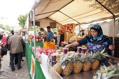 Suporte do suco da feira da ladra de Mauerpark Foto de Stock Royalty Free