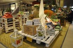 Berlim, Alemanha 27 de agosto: Interior do shopping de Alexanderplatz de Berlim em Alemanha Foto de Stock Royalty Free