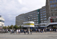 Berlim, Alemanha 27 de agosto: Pulso de disparo do mundo de Alexanderplatz de Berlim em Alemanha Foto de Stock Royalty Free