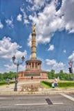BERLIM, ALEMANHA - 25 DE JULHO DE 2016: Obelisco de Siegessaule com touris Imagem de Stock