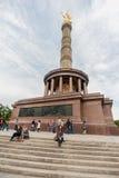 BERLIM, ALEMANHA - 25 DE SETEMBRO DE 2012: Victory Column em Berlim, Alemanha com turistas e os povos locais Siegessaule Imagem de Stock Royalty Free