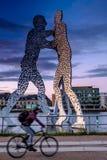 BERLIM, ALEMANHA - 20 DE SETEMBRO DE 2015: Os homens da molécula em Berlim Fotos de Stock