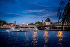 BERLIM, ALEMANHA - 20 DE SETEMBRO DE 2015: Os homens da molécula em Berlim Fotografia de Stock Royalty Free