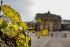 BERLIM, ALEMANHA - 22 DE SETEMBRO DE 2015: Tor famoso de Brandenburger Imagem de Stock