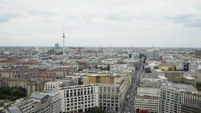 BERLIM - 21 DE AGOSTO: A bandeja do tempo real disparou da torre da tevê, construção filme