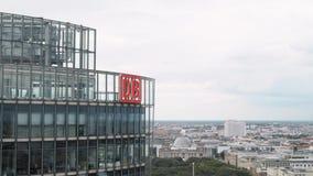 BERLIM - 21 DE AGOSTO: Incline para baixo do Potsdamer Platz em um dia de verão, Berlim filme