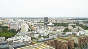 BERLIM - 21 DE AGOSTO: Tempo real que estabelece o tiro de Potsdamer Platz em Berlim vídeos de arquivo