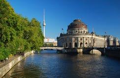 Berlim, museu de Boden e Fernsehturm Imagem de Stock
