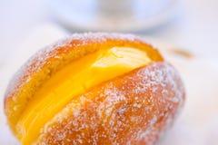 Berlinês e café de Bola De Berlim Portuguese Doughnut Or imagens de stock