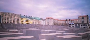berlin преграждает разбивочный конкретный различный whit памятника холокоста максимумов Германии Стоковые Изображения