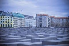berlin преграждает разбивочный конкретный различный whit памятника холокоста максимумов Германии Стоковые Изображения RF