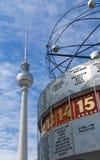 Berlin Alexanderplatz mit Weltzeituhr Stockfotos