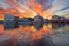 Berlin, Allemagne, - 30 août 2015 : Lever de soleil sur la rivière de fête Photographie stock libre de droits
