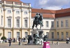 Berlin, Allemagne 27 août : Palais avant de Chalottenburg de statue de Berlin en Allemagne Photographie stock libre de droits