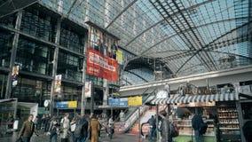BERLIN, ALLEMAGNE - 1ER MAI 2018 Hauptbahnhof ou intérieur principal de gare ferroviaire Photo libre de droits