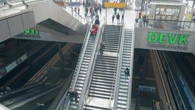 BERLIN, ALLEMAGNE - 1ER MAI 2018 Hauptbahnhof ou intérieur principal de gare ferroviaire de ville Photographie stock