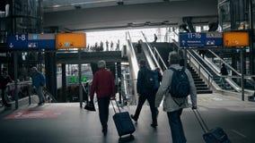 BERLIN, ALLEMAGNE - 1ER MAI 2018 Passagers à Hauptbahnhof ou à gare ferroviaire principale Photographie stock