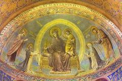 BERLIN, ALLEMAGNE, FÉVRIER - 15, 2017 : Le fresque de Madonna dans l'abside principale de la basilique de Rosenkranz Image libre de droits