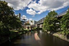 5 6 2018 : BERLIN, ALLEMAGNE Kreuzberg est l'une des régions les plus connues de Berlin Le canal de Landwehr est des 10 long cana photo stock
