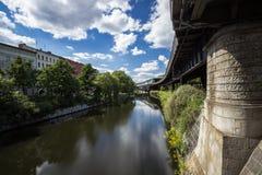 5 6 2018 : BERLIN, ALLEMAGNE Kreuzberg est l'une des régions les plus connues de Berlin Le canal de Landwehr est des 10 long cana image libre de droits