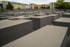 14 05 2019 Berlin, Allemagne Monument d'holocauste Vue dans le domaine des dalles en béton de la taille et de la taille différent photographie stock