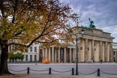 BERLIN, ALLEMAGNE - 22 SEPTEMBRE 2015 : Massif de roche célèbre de Brandenburger Photo stock