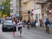 BERLIN, ALLEMAGNE - 16 SEPTEMBRE 2018 : Record mondial de Kenyan Runner Eliud Kipchoge Running chez Berlin Marathon 2018 photographie stock libre de droits