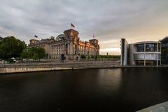 12 7 2018 BERLIN, ALLEMAGNE : Vue panoramique du bâtiment célèbre de Reichstag, siège du Parlement allemand (Deutscher Bundestag) image libre de droits