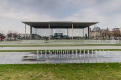 BERLIN - APIRL 17, 2013: Paul Loebe Haus den parlamentariska builen Royaltyfri Foto
