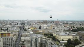 BERLIN - 21. AUGUST: Realzeitwanne schoss von Potsdamer Platz in Berlin stock footage